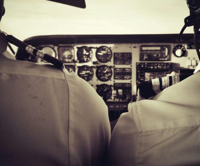 קורס טיס אזרחי בארה״ב – חלק ג׳: איך להפסיק לשלם על שעות טיסה?